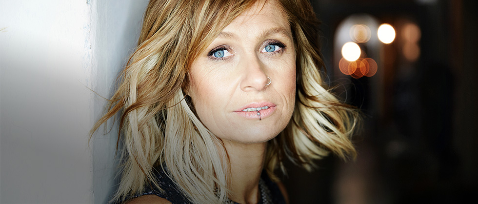 Kasey Chambers Explains How She Thrives on Chaos