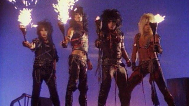 """通过其音乐视频告诉'80年代硬岩场景的高点和低点""""class="""