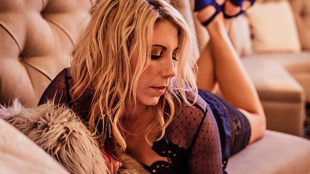 Video Premiere: Elise Testone,