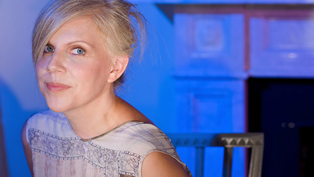 Song Premiere: Tanya Donelly Wraps Up Her 'Swan Song' Series With