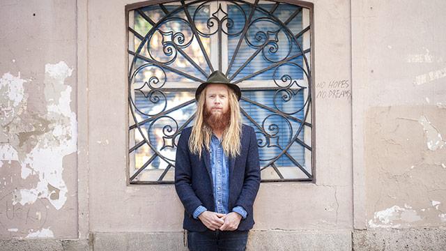 Album Premiere: Stu Larsen, 'Resolute'